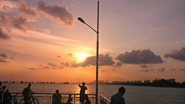 sunset dari tengah laut