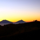 Menikmati Golden Sunrise di Gunung Prau via Jalur Dieng