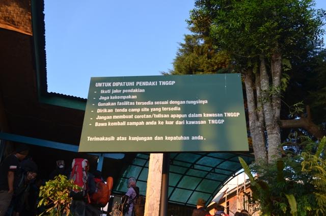 Signboard didepan pos penjagaan