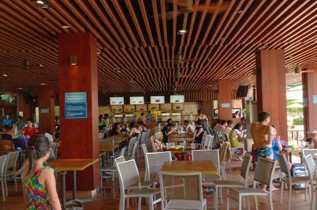 the bay restaurant (tampak dalam)
