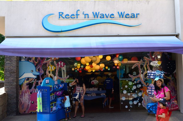 Belanja souvenir di Reef 'n Wave Wear