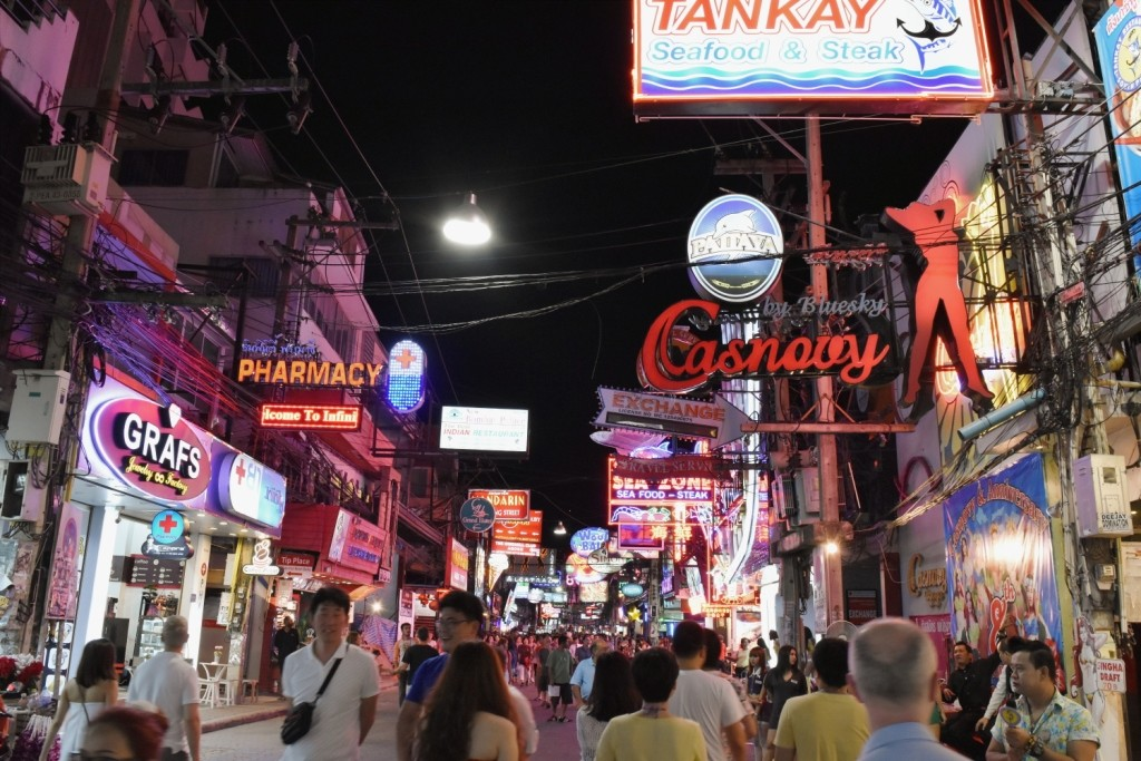 papan iklan pattaya walking street