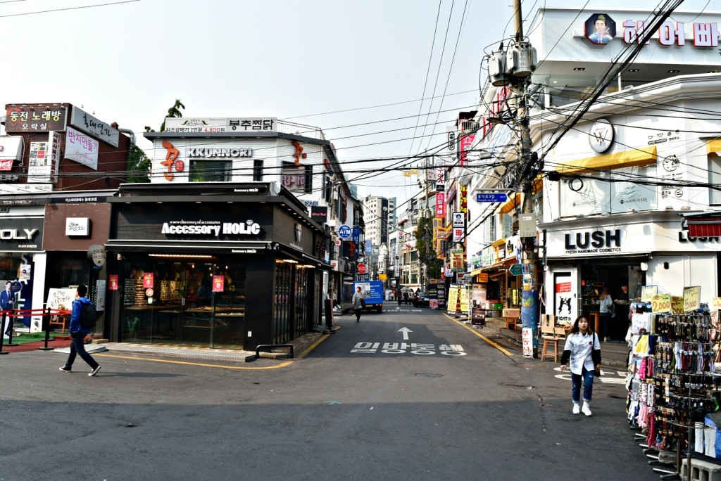Jalanan di Hongdae masih sepi