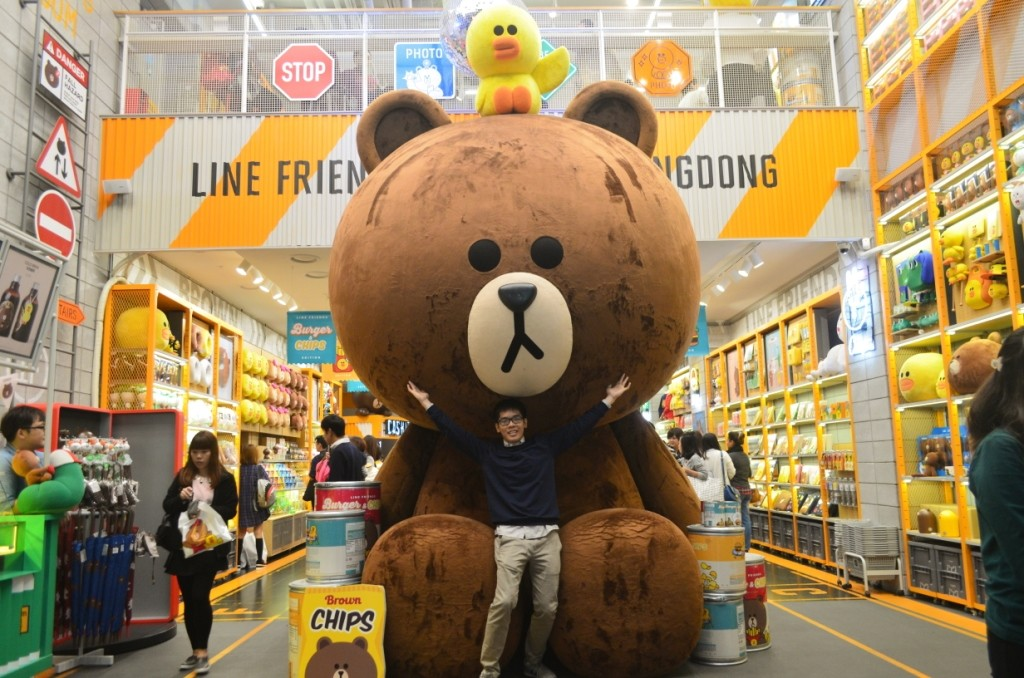 Gigantic Brown di Line Friends Myeongdong