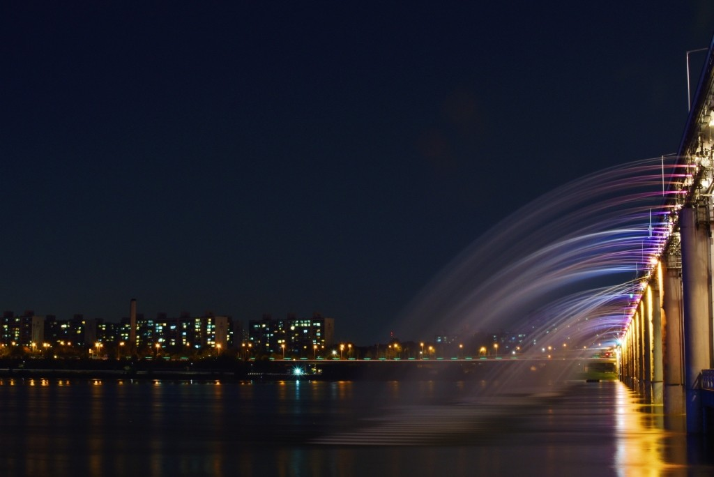 Moonlight Rainbow Fountain - Banpo Bridge