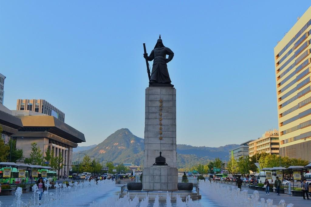 Patung Admiral Yi Sun-sin