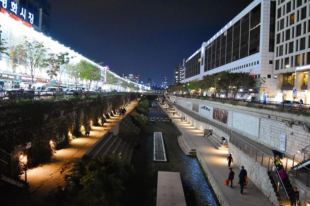 Cheonggyecheon Stream dari atas